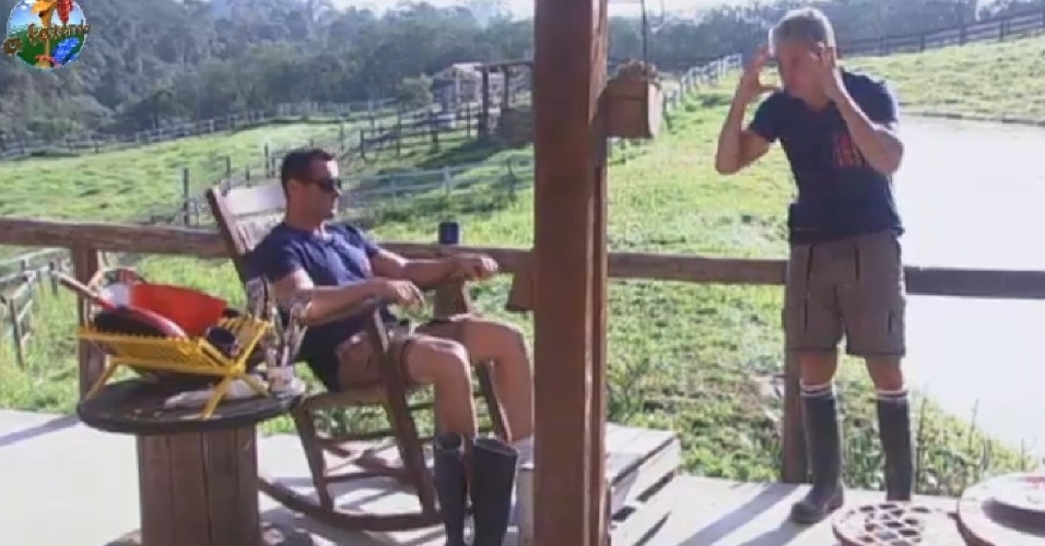 12.jul.2013 - Em conversa com Marcos Oliver, Paulo Nunes especula sobre indicações da roça