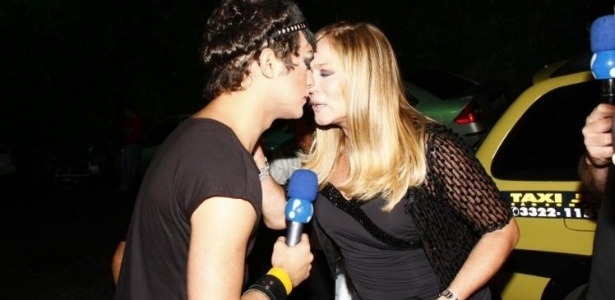 29.mai.2010 - A atriz Susana Vieira dá entrevista a César Polvilho (Eduardo Sterblitch) do