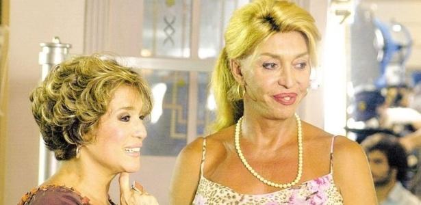 30.mai.2003 - A atriz Susana Vieira e a cabeleireira Ruddy Pinho durante um intervalo de gravação da novela