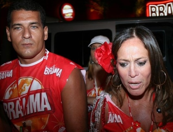 19.fev.2007 - A atriz Susana Vieira e o marido Marcelo Silva no camarote da Brahma durante o desfile das escolas de samba do Rio de Janeiro
