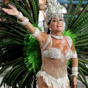 8.fev.2005 - A atriz Susana Vieira é rainha de bateria da escola de samba Grande Rio