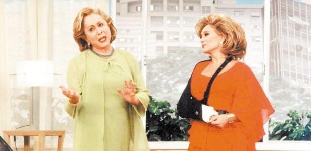 19.jul.2001 - A atriz Susana Vieira grava uma participação ao lado de Aracy Balabanian no