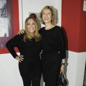 23.abr.2010 - A atriz Susana Vieira posa com a jornalista Marília Gabriela na maratona cultural em homenagem aos 446 anos de Shakespeare, em São Paulo