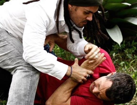 """Em """"Amor à Vida"""", Bruno e Ninho trocam socos por causa de Paulinha"""