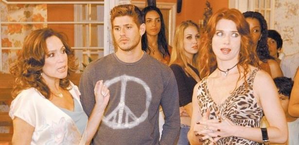 13.ago.2004 - Os atores Susana Vieira, Dado Dolabella e Letícia Spiller em cena da novela