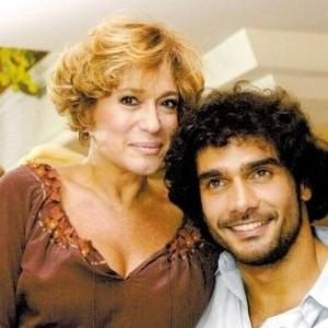 29.mar.2003 - Os atores Susana Vieira e Rafael Calomeni, que estão no elenco da novela