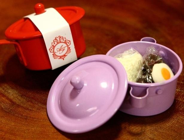 Panelinha com confeitos que imitam arroz, feijão e ovo; da Dom Bosco (www.domboscofestas.com.br), por R$ 13,90 (mínimo de 50 unidades). Disponibilidade e preço pesquisados em julho de 2013 e sujeito a alterações