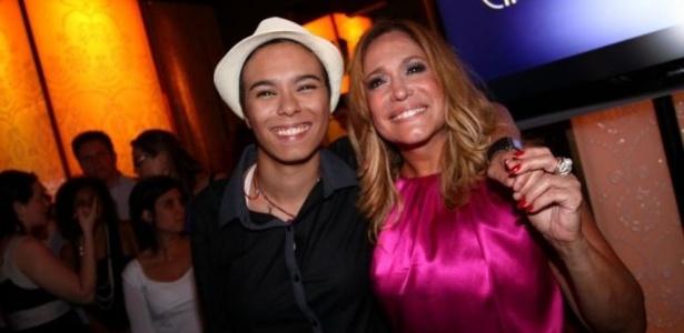 2011 - Susana Vieira e a cantora Maria Gadú durante festa de lançamento do seriado