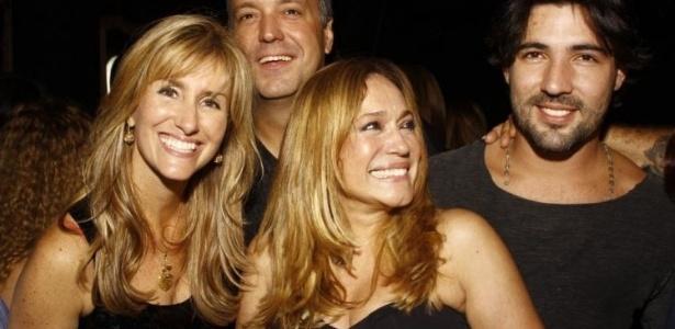 Susana Vieira em momento família com o filho Rodrigo, a nora Luciana e o namorado Sandro Pedroso