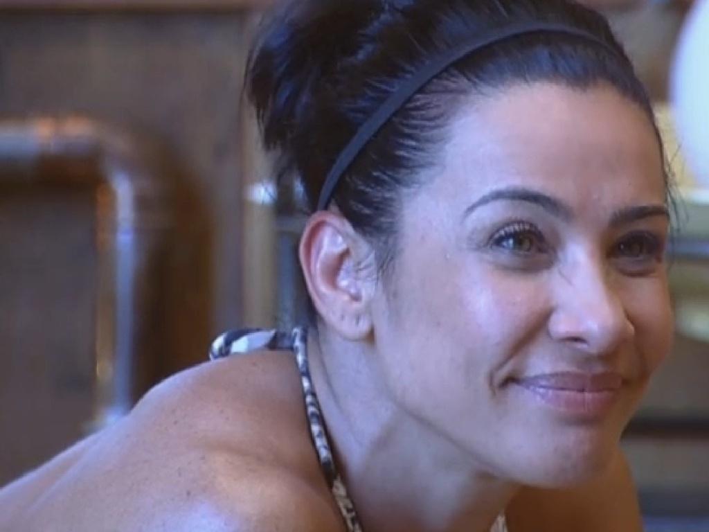 13.jul.2013 - Scheila Carvalho conversa com Andressa Urach na manhã deste sábado