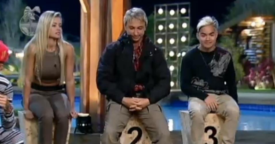 14.jul.2013 - Aryane, Paulo Nunes e Yudi Tamashiro são indicados à roça