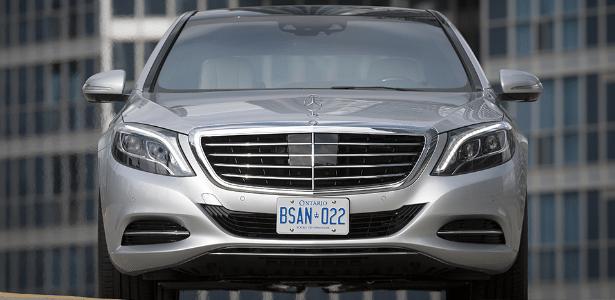 Câmeras no para-brisa do novo Classe S podem identificar sinais de trânsito e alertar motorista desatento