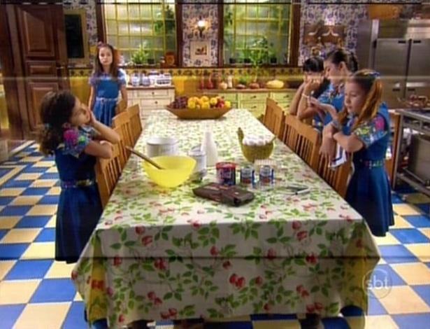 As meninas resolvem fazer um novo bolo
