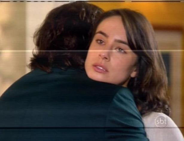De volta ao Brasil, Junior revê a irmã, Gabriela