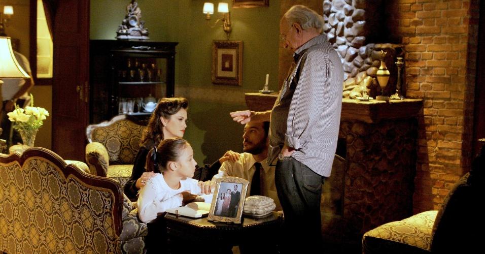 """Em """"Carrossel"""", Maria Joaquina e meninas encontram diário em casa abandonada"""