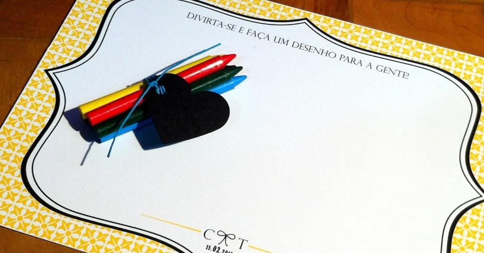 Kit para colorir com folhas personalizadas e giz de cera; da Idealize Convites (www.idealizeconvites.com.br), por R$ 9,56 (unidade). Disponibilidade e preço pesquisados em julho de 2013 e sujeito a alterações