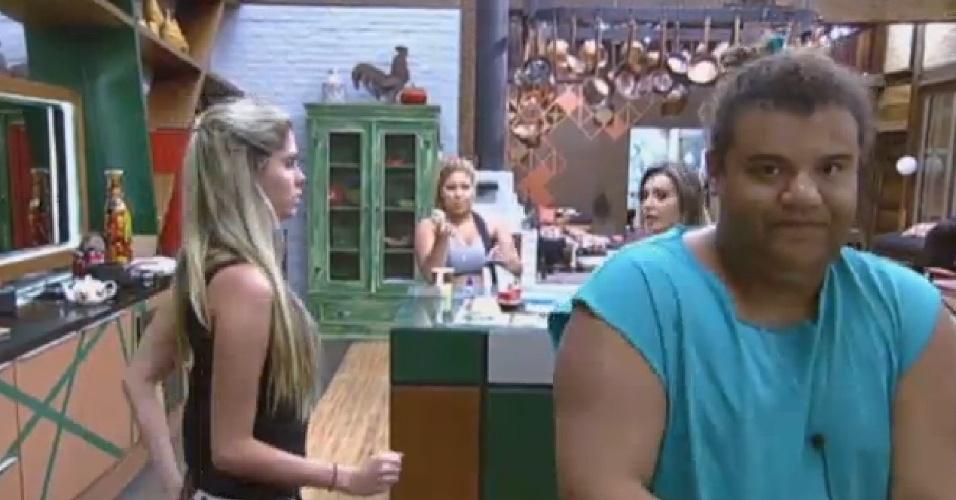 15.jul.2013 - Bárbara Evans diz para peões que se surpreendeu com ajuda de Denise Rocha
