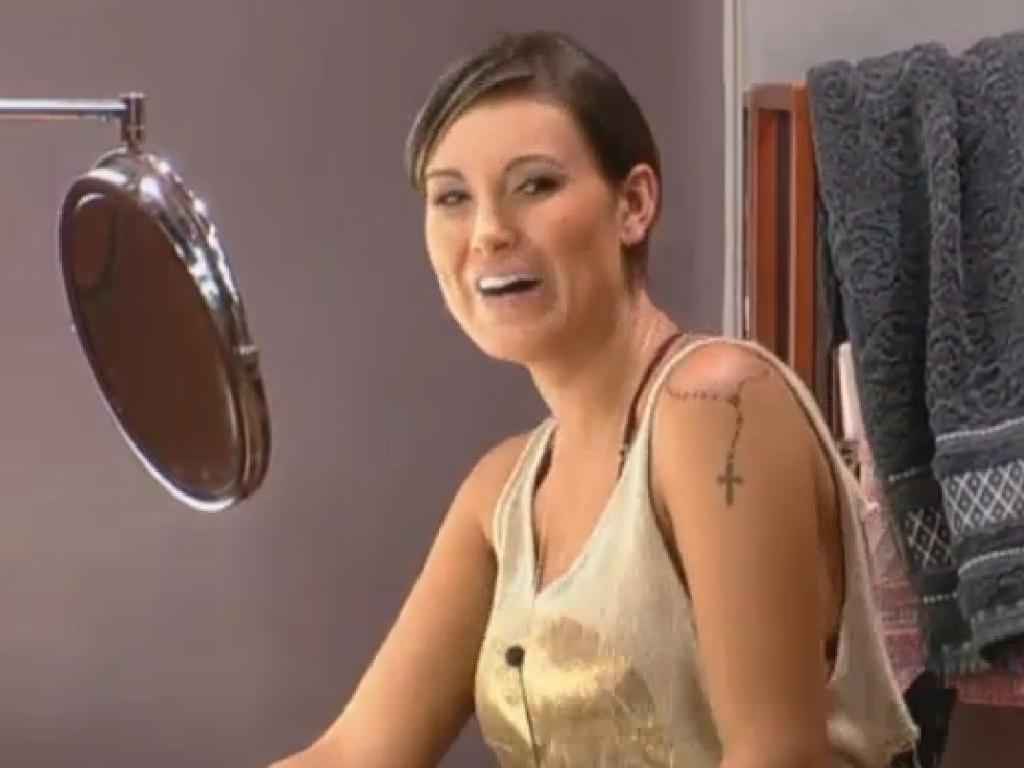 16.jul.2013 - Andressa Urach ri de provocação de Denise e rebate: