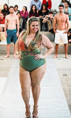 Modelo apresenta look da Acqua Rosa para o Verão 2014 durante o desfile Mulheres Reais, em São Paulo (16/07/2013)