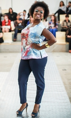 Modelo apresenta look da Otero Plus Size para o Verão 2014 durante o desfile Mulheres Reais, em São Paulo (16/07/2013)