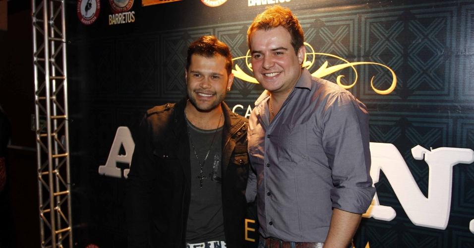 16.jul.2013 - Marcos e Belutti durante evento de lançamento da 58ª Festa do Peão de Barretos no Villa Country, em São Paulo