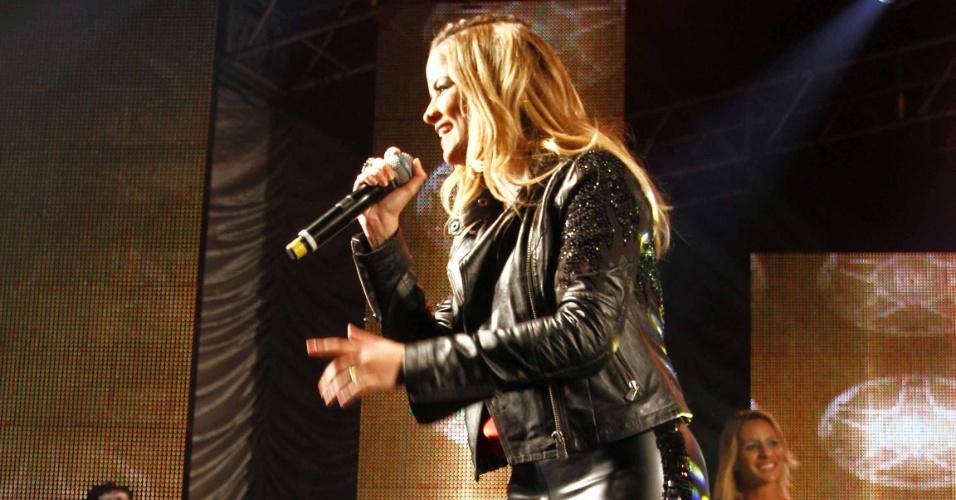 16.jul.2013 - Marília Cecília, da dupla com Rodolfo, durante evento de lançamento da 58ª Festa do Peão de Barretos no Villa Country, em São Paulo