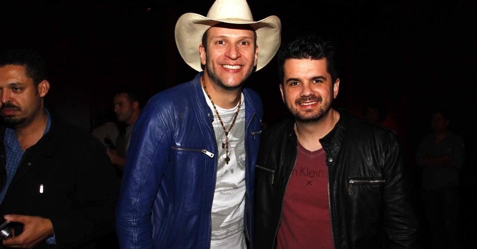 16.jul.2013 - Matheus Minas e Leandro durante evento de lançamento da 58ª Festa do Peão de Barretos no Villa Country, em São Paulo