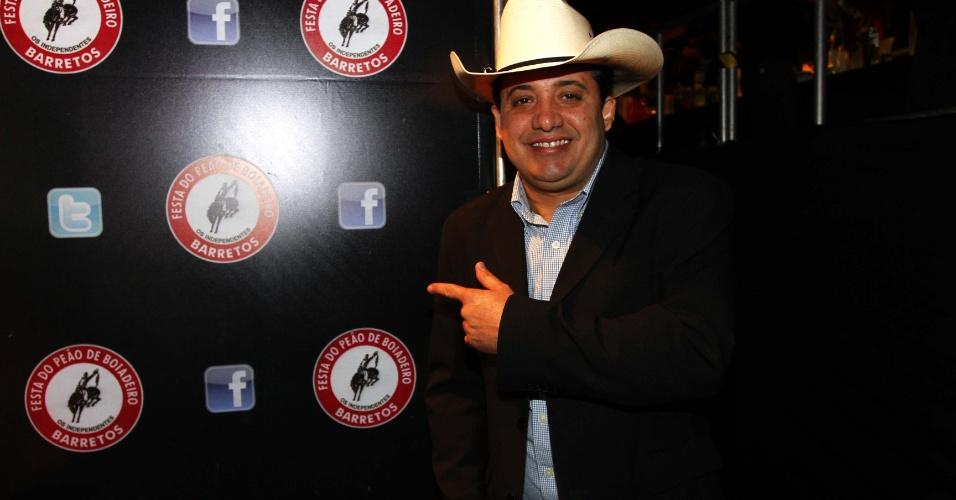 16.jul.2013 - O locutor Adriano do Valle durante evento de lançamento da 58ª Festa do Peão de Barretos no Villa Country, em São Paulo