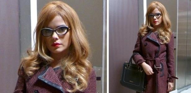 16.jul.2013 - Vanessa Giácomo usa peruca loira para gravar
