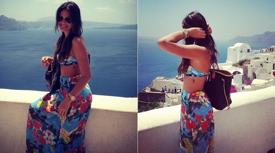 17.jul.2013 - De férias na Grécia, Bruna Marquezine exibiu a tatuagem, um crucifixo na altura das costelas. A atriz divulgou a imagem por meio de sua página do Instagram. Bruna está viajando sem o namorado, o jogador Neymar