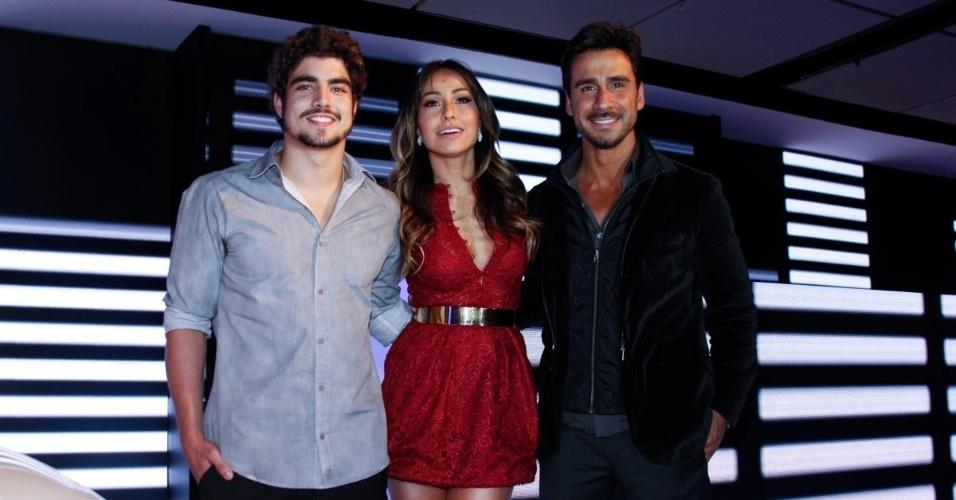 17.jul.2013 - Sabrina Sato com Caio Castro e Júlio Rocha em evento de uma marca de carros em São Paulo