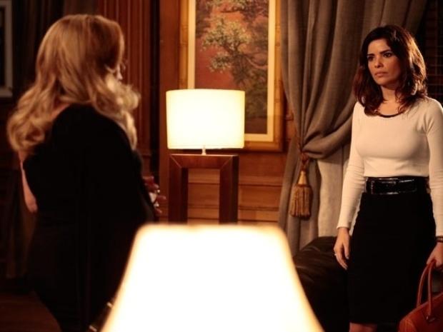 """Em """"Amor À Vida"""", sem imaginar que Aline é a amante de César, Pilar a chama de vadia"""