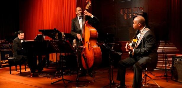 Ron Carter se apresenta com Russell Malone, na guitarra, e Donald Veja, no piano, no Tom Jazz em setembro