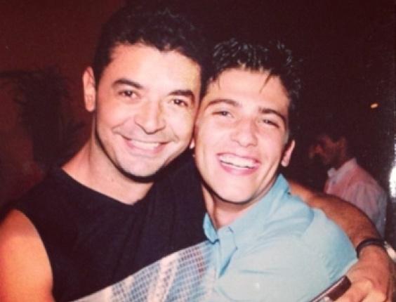 David Brazil em registro antigo ao lado do ator Bruno Gagliasso