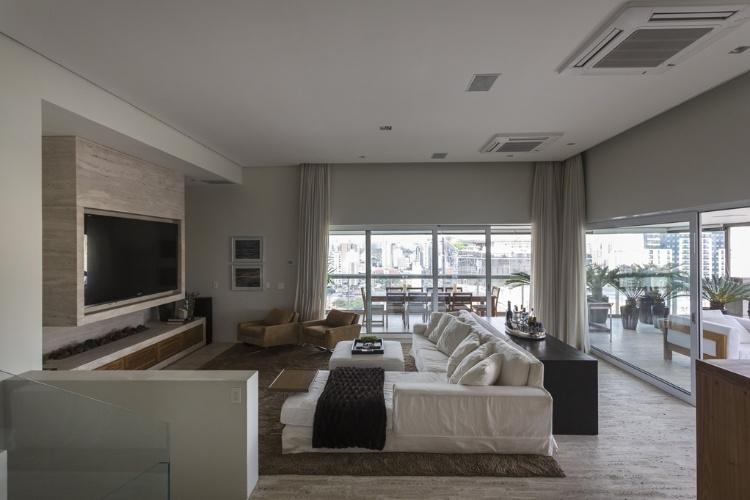 Lareiras compõem salas aconchegantes e espaços de relaxamento para o