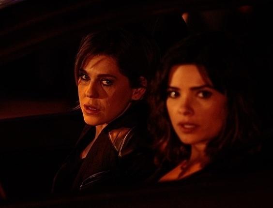 18.jul.2013 - Bárbara Paz e Vanessa Giácomo gravam flagra de traição para