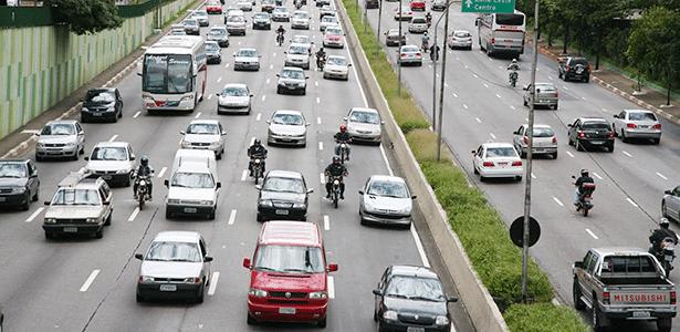 Carros e motos têm de conviver no trânsito, então o melhor é evitar acidentes e estresse