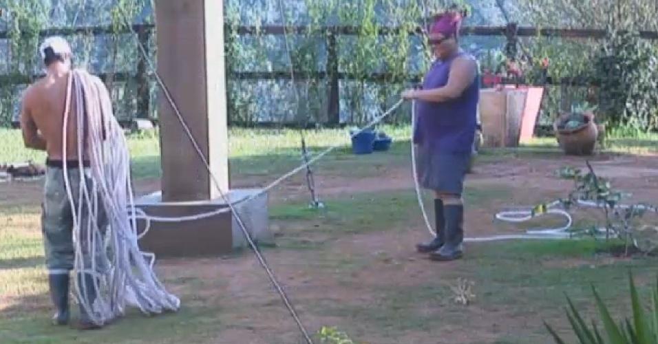 20.jul.2013 - Gominho recebe ajuda de Beto e elogia: