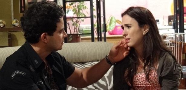 """Em """"Amor à Vida"""", Carlito dá fora em Valdirene e começa a namorar enfermeira"""
