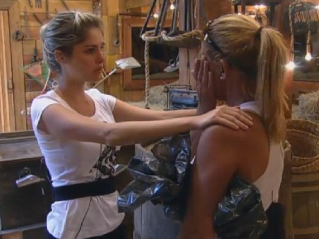 21.jul.2013 - Bárbara pede desculpa para Rita, mas ex-chacrete diz que está magoada e quer ir embora