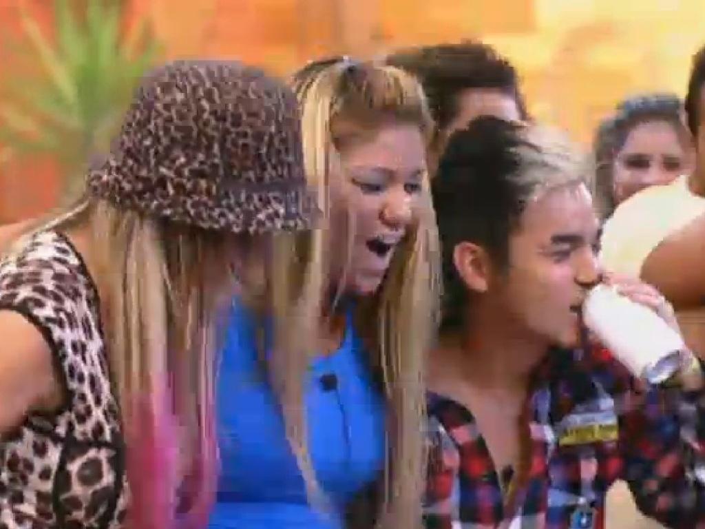 22.jul.2013 - Andressa Urach, Mulher Filé e Yudi Tamashiro curtem show do Jeito Moleque