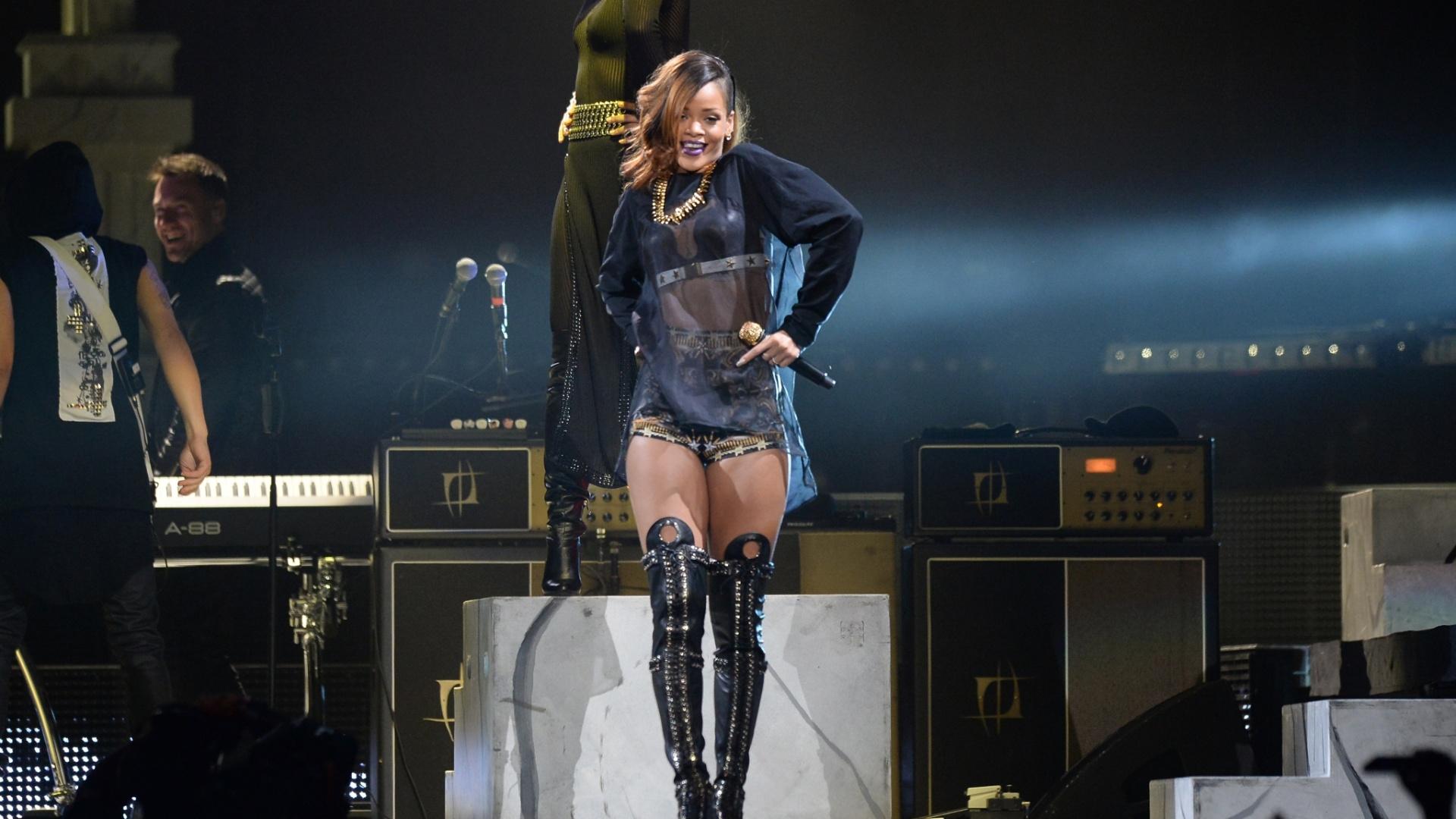 A cantora Rihanna, que lançou o álbum