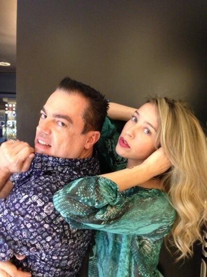 Luana Piovani e Marco Antônio Biaggi, responsável por clarear os cabelos dela para o casamento