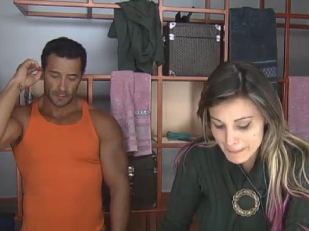 23.jul.2013 - Andressa Urach e Marcos Oliver levantam cedo na manhã desta terça-feira