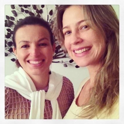 A estilista Alzira Vieira ao lado de Luana Piovani