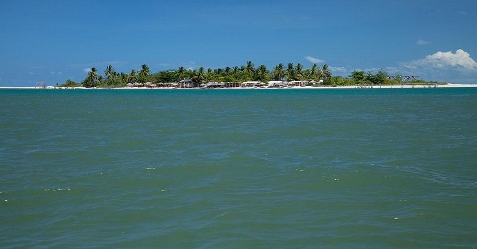 Ilhota da Coroa do Avião é pequeno paraíso que pode ser conhecido de barco, saindo da Ilha de Itamaracá