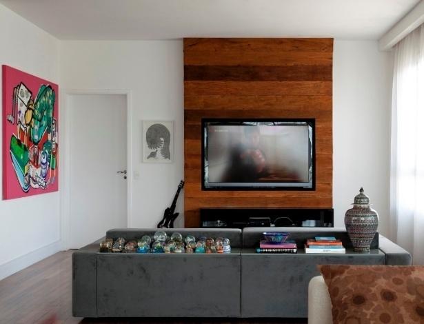 Sala De Tv Projetada ~ Como se flutuassem, os livros ficam dispostos em pequenas prateleiras