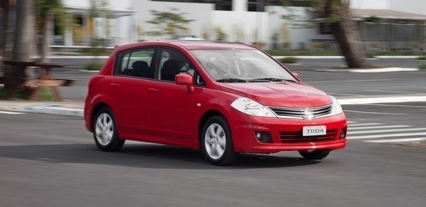 Nissan Tiida hatch com airbags duplo