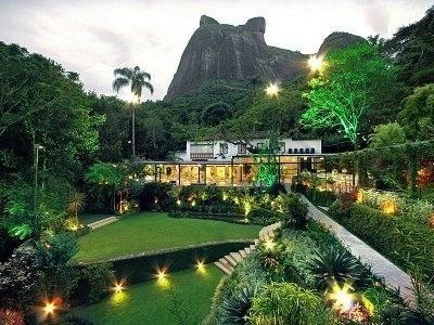 25.jul.2013 - A Casa das Canoas, em São Conrado, local da cerimônia religiosa e da festa de casamento de Luana Piovani e Pedro Scooby