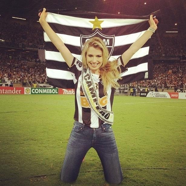 25.jul.2013 - A vencedora do BBB 13 Fernanda Keulla comemorou o título do Atlético Mineiro com uma foto na rede social Instagram.